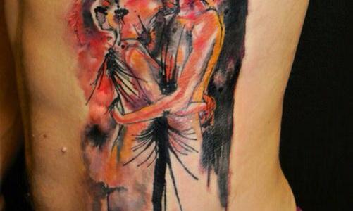 Tatuaje de pareja besándose