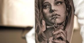 Tatuaje chica rezando