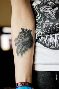 Tatuaje De León Con Corona Tatuajesxd