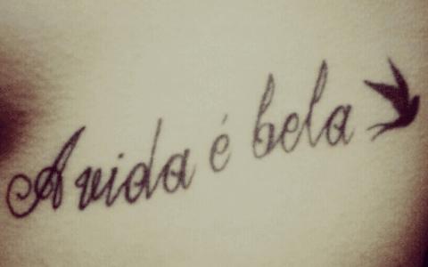A vida e bela tatuaje