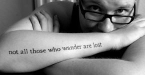 Tatuaje frase Señor de los Anillos