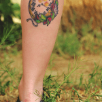 Tatuaje reloj dorado