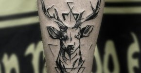 Tatuaje ciervo pierna