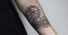 Tatuaje engranajes
