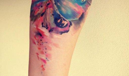 Tatuaje mariposa efecto acuarela