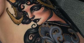 Tatuaje mujer con cuernos de carnero