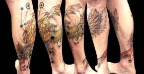 Tatuaje ave fenix en la pierna