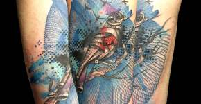 Tatuaje de pájaro mecánico