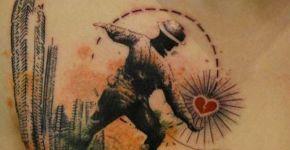 Tatuaje de soldado lanzando un corazón