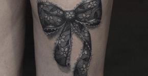 Tatuaje lazo en blanco y negro