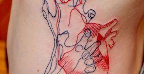 Tatuaje corazón en el abdomen