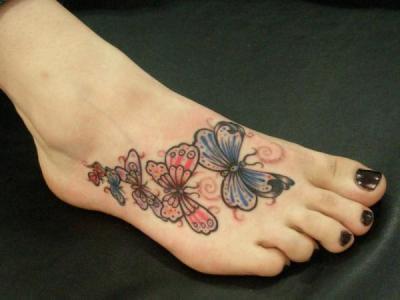 Tatuaje mariposas pie