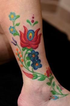 Tatuaje flores tradicionales húngaras