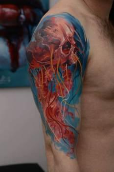 Tatuaje de una medusa con cuerpo de calavera