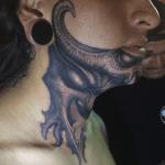 tatuaje garganta paul booth