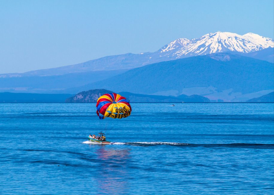 parasailing Lake Taupo