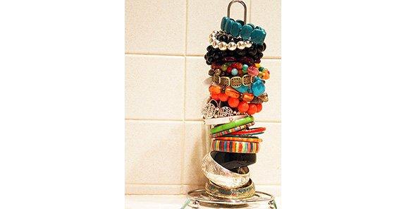 1 Bracelet Holder