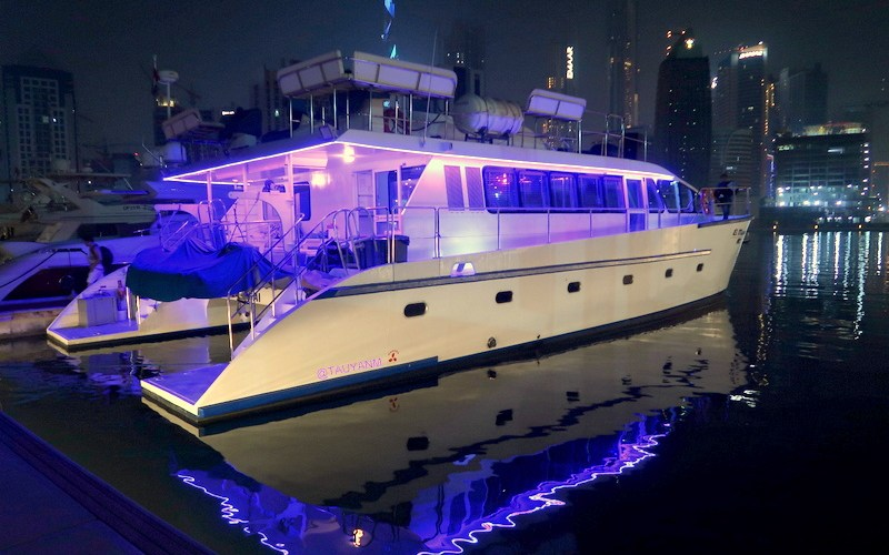 Boatcharter, Dubai Canal, Dinner Cruise, Boat Cruise, Yacht Cruise, Dubai Boat Cruise, Dubai Yacht, dubai dinner cruise, tauyanm, jane fashion travels u