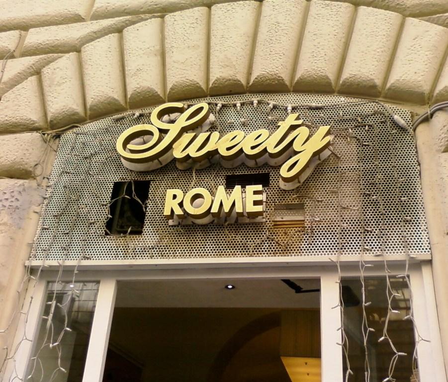 esterno Sweey Rome via Milano Roma