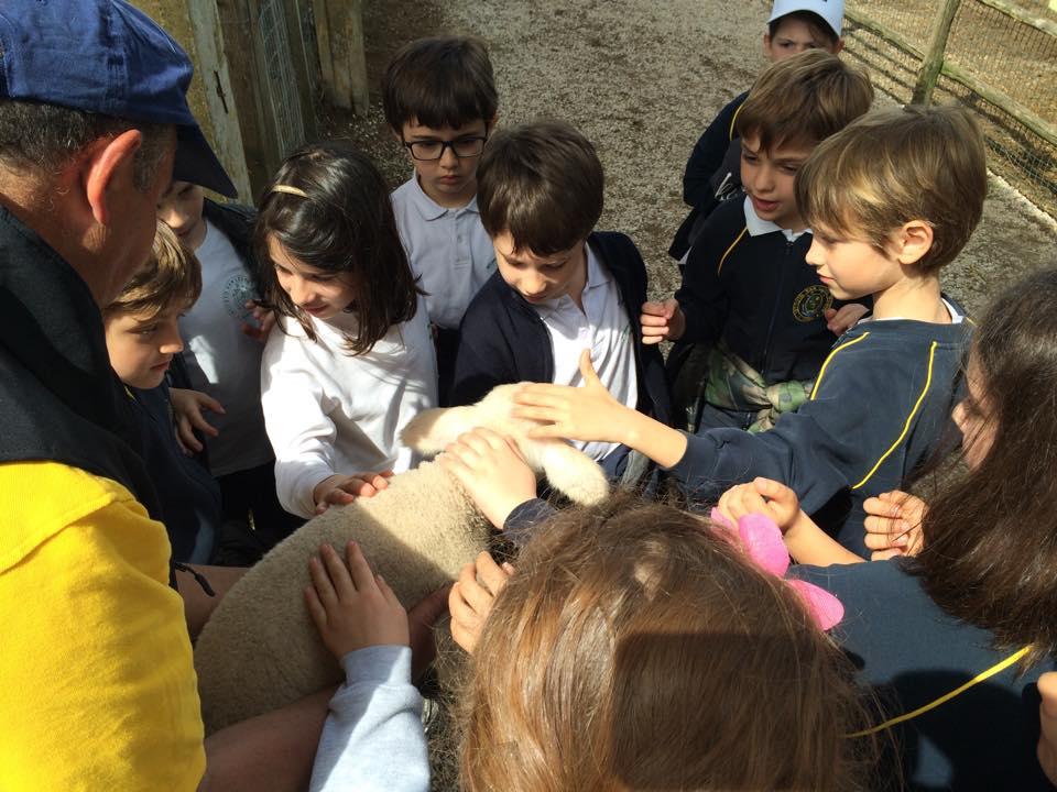 Agriturismo Casale del Castellaccio - Bambini con agnellino