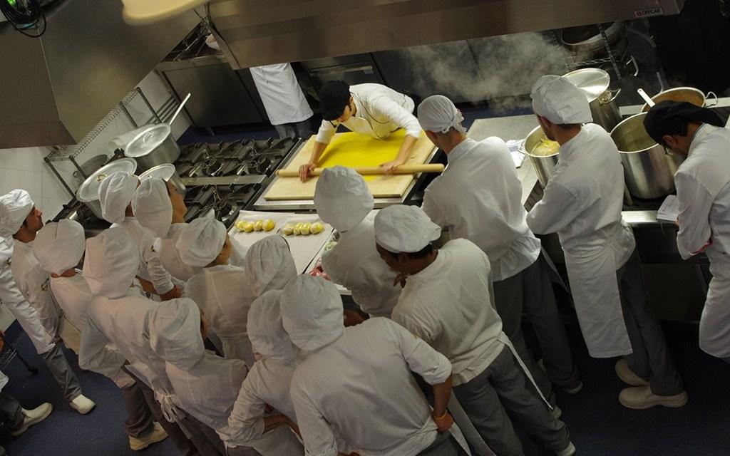 A tavola con lo chef scuola di cucina a roma domenica 18 febbraio l 39 open day impara prepara - Scuola di cucina roma ...