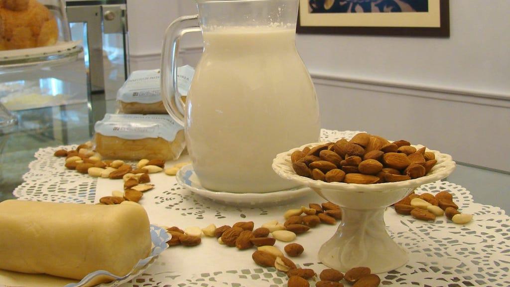 I dolci di nonna vincenza-latte-mandorle