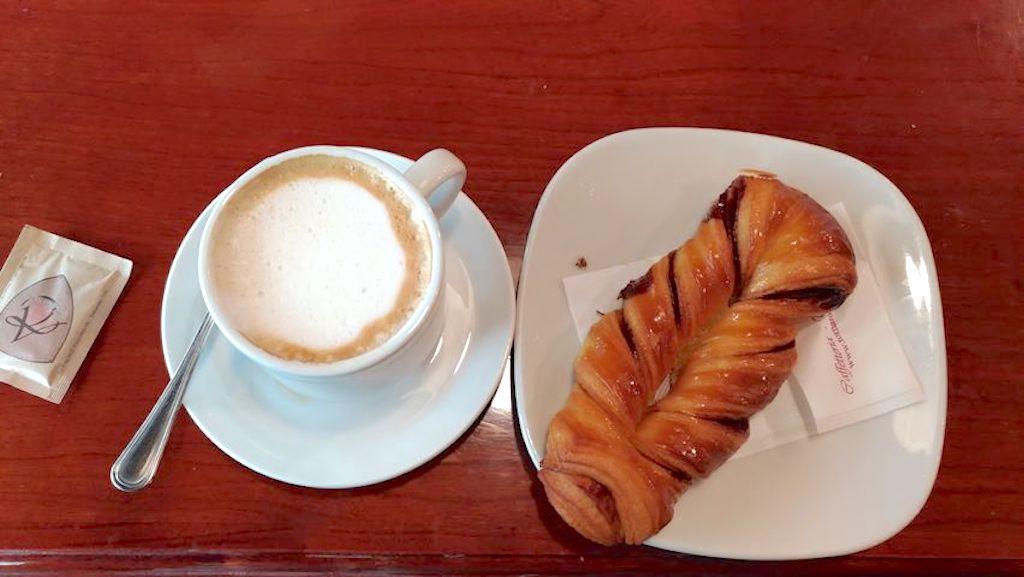 Mansio-bistrot-cappuccino e cornetto