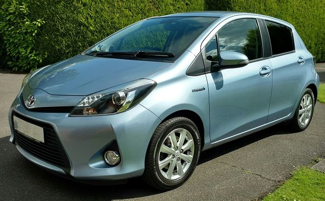 toyota-yaris-hybrid-review