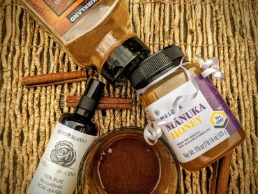 DIY Manuka Honey Mask ingredients
