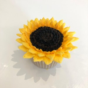buttercream frosting flowers, buttercream flower tutorial, buttercream frosting sunflower