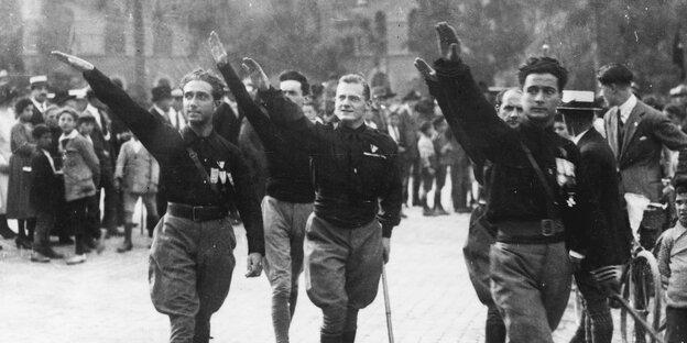 Die Eigentumsverhältnisse blieben unangetastet: italienische Faschisten in den zwanziger Jahren Foto: afp
