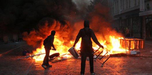 Brennende Barrikade bei G20 Protest