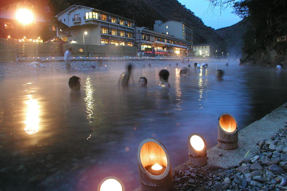Sennin-buro bath in Kawayu Onsen