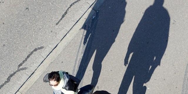 Pedestrians   Walking   City Streets