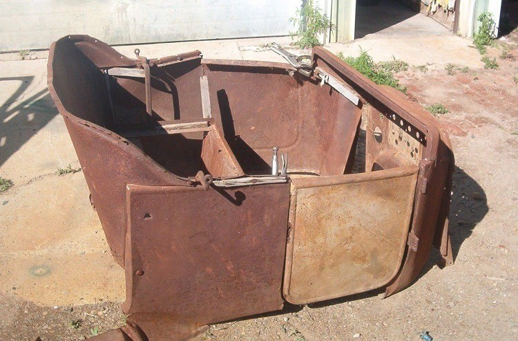 1915-1925 Model T touring body front half