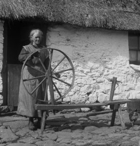 TCD MS 10842/1/400 Spinning wheel, Lough Dan, Co Wicklow, 1927