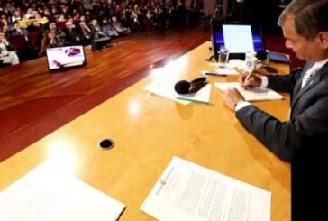 Correa firma el ejecútese de Ley de Movilidad Humana