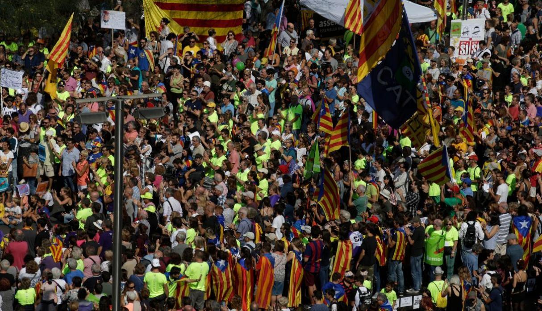 Cataluña: más de 840 heridos en caótico referéndum