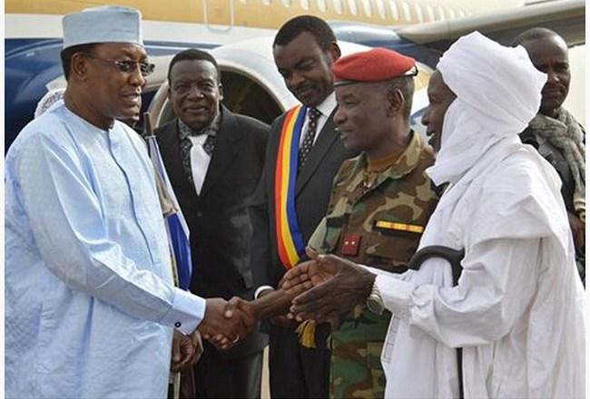 Tchad: le Président-Sultan Idriss Déby Itno en conclave avec les dignitaires de son clan à Am-Djaress