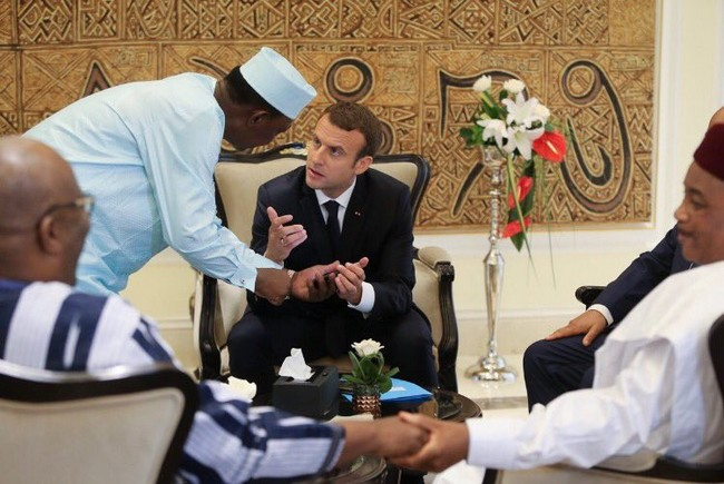 Macron et les dirigeants des pays du G5 Sahel préfèrent l'armée au développement