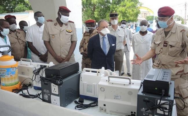 Covid-19: la France fait un don de matériel médical au service de santé des armées du Tchad