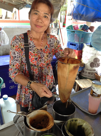 making-thai-tea