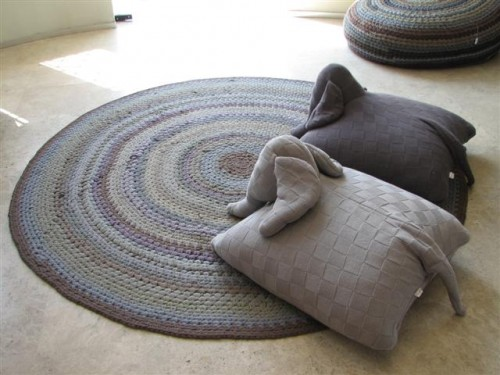 Elephant_pillows_and_carpet