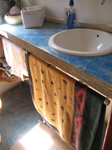 cement_countertop_in_bathroom