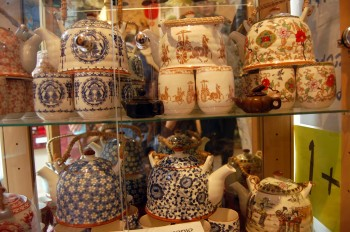 Chinese_teapots_and_mugs
