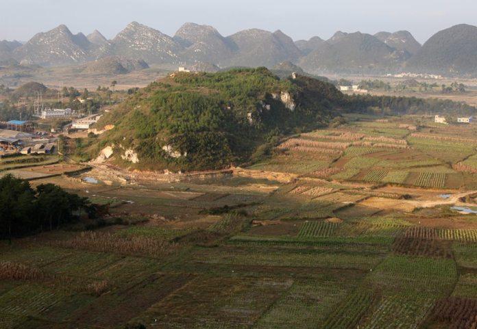 ซากปรักหักพังของถ้ำหนิวพัว (牛坡洞遗址) ในย่านกุ้ยอันใหม่ มณฑลกุ้ยโจว (ภาพถ่ายเมื่อวันที่ 18 ต.ค. 2012)
