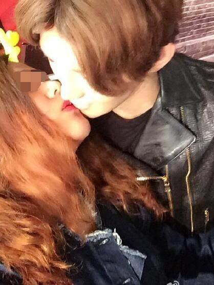 เพราะความคลั่งไคล้! แฟนคลับลู่หาน แห่จูบหุ่นขี้ผึ้งจนสีลอก