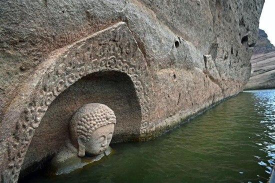 เรื่องราวของพระพุทธรูปโบราณในจีนที่โผล่ขึ้นจากใต้น้ำ