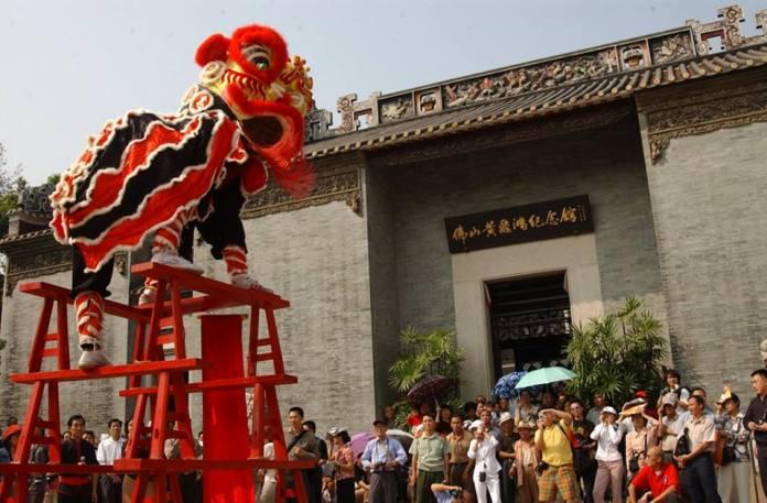 มนต์เสน่ห์แห่งกว่างตง: การแสดงเชิดสิงโตแบบจีนใต้