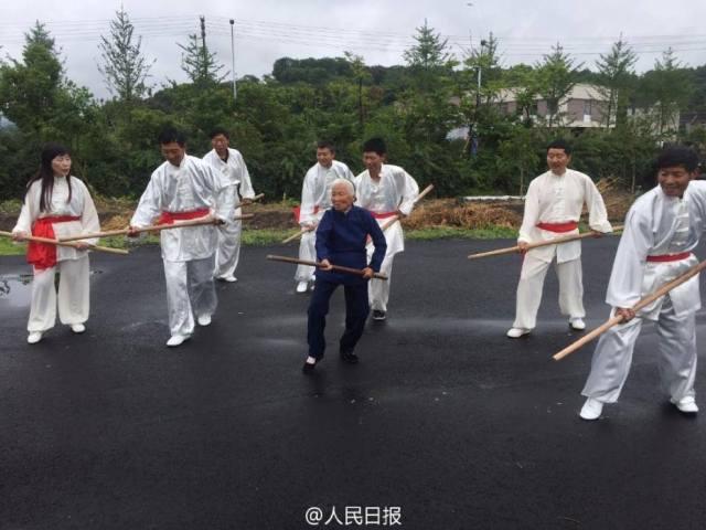 """เก๋าไม่กลัว! """"กังฟูอาม่า"""" วัย 94 ฝึกวิชาตั้งแต่ 4 ขวบ"""